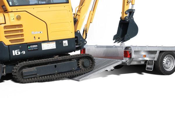 Hulco Baumaschinentransporter gebremst TERRAX Sehr geringer Auffahrwinkel