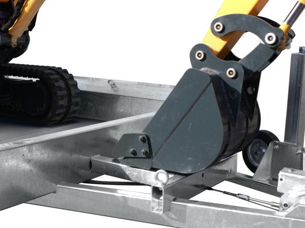 Hulco Baumaschinentransporter gebremst TERRAX Stütze an Deichsel